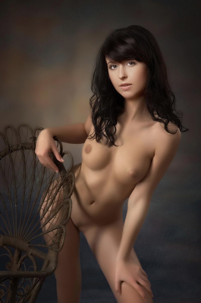 Мирослава Карпович в эротичной позе