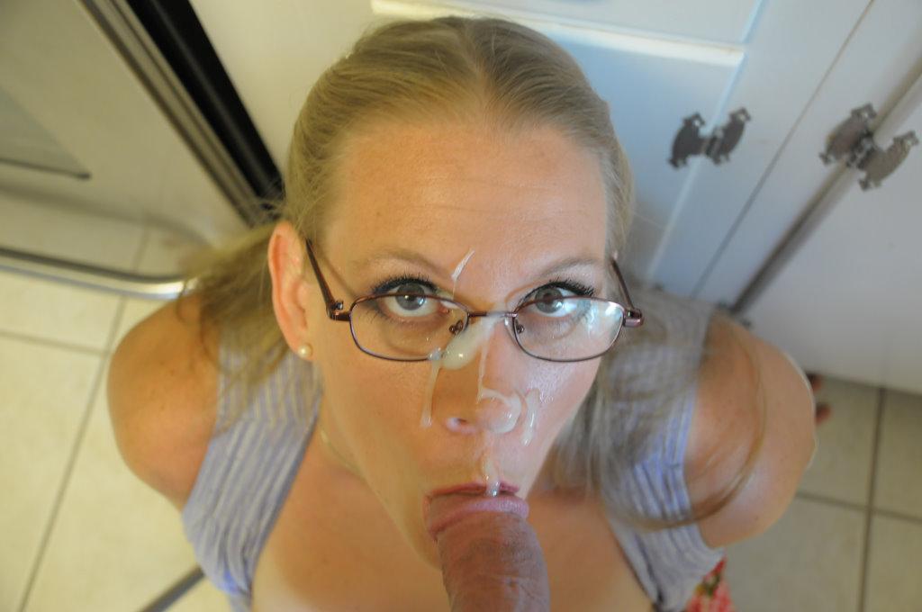 Порно картинки Кончил на очки мачехе скачать бесплатно
