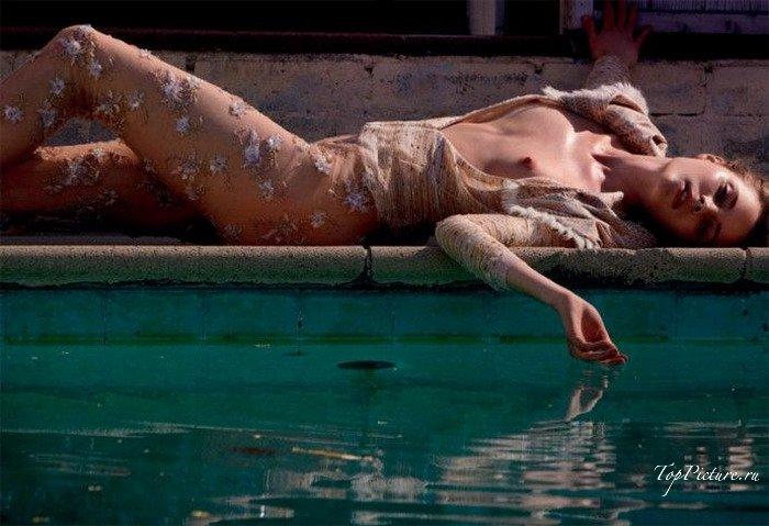 Порно картинки Показала сиськи на лавочке скачать бесплатно