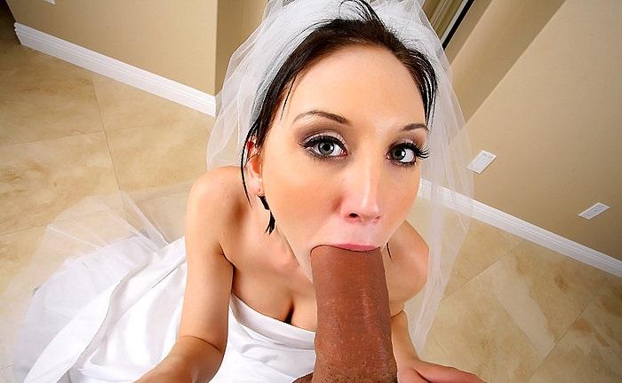 Невеста в платье взяла в рот огромный член