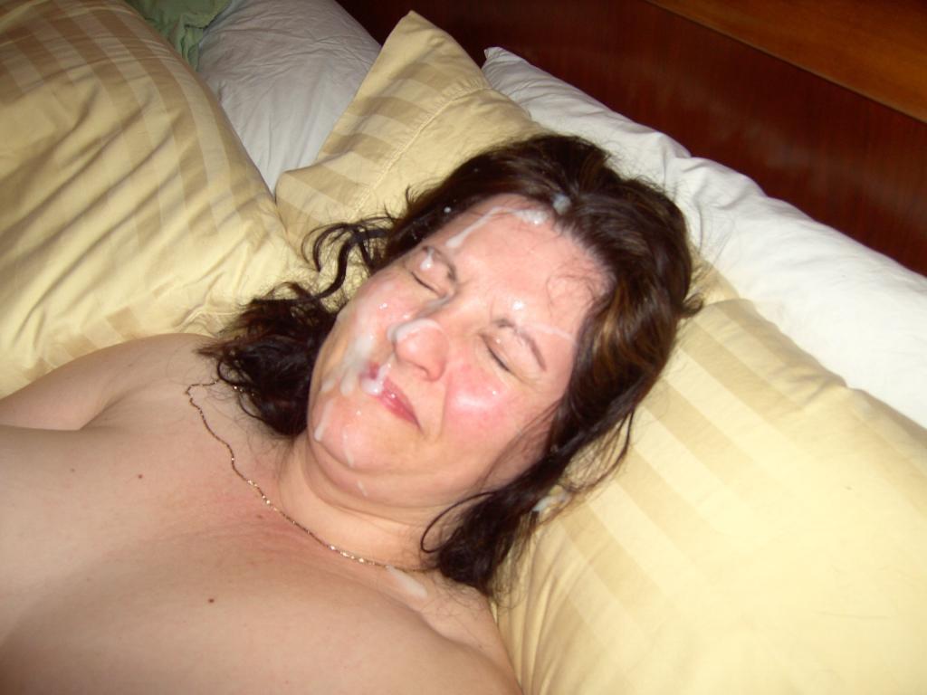 Порно картинки Мачеха разрешила кончить на лицо скачать бесплатно