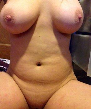 Упругая грудь пышки