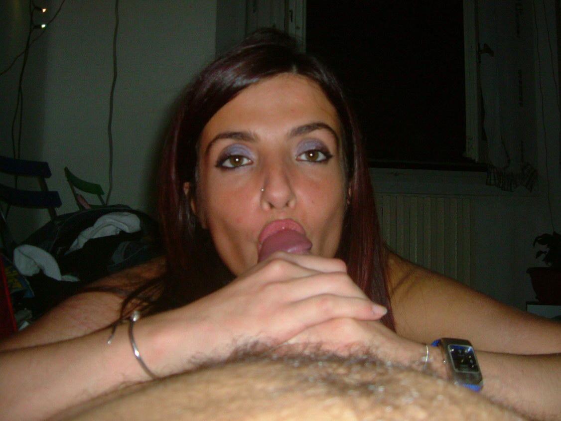 Порно картинки Голодная девушка отсасывает знакомому скачать бесплатно