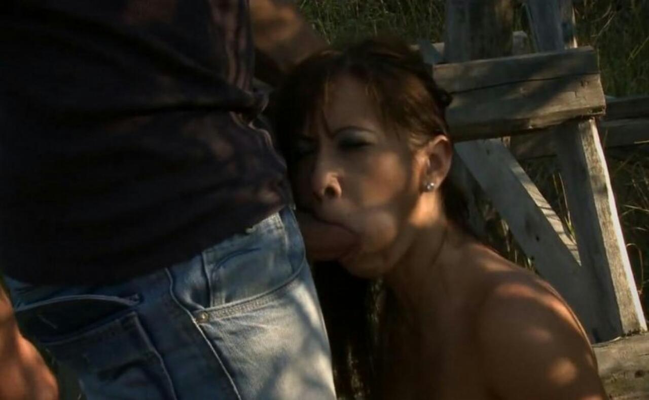 Изнасиловал незнакомку в лесу