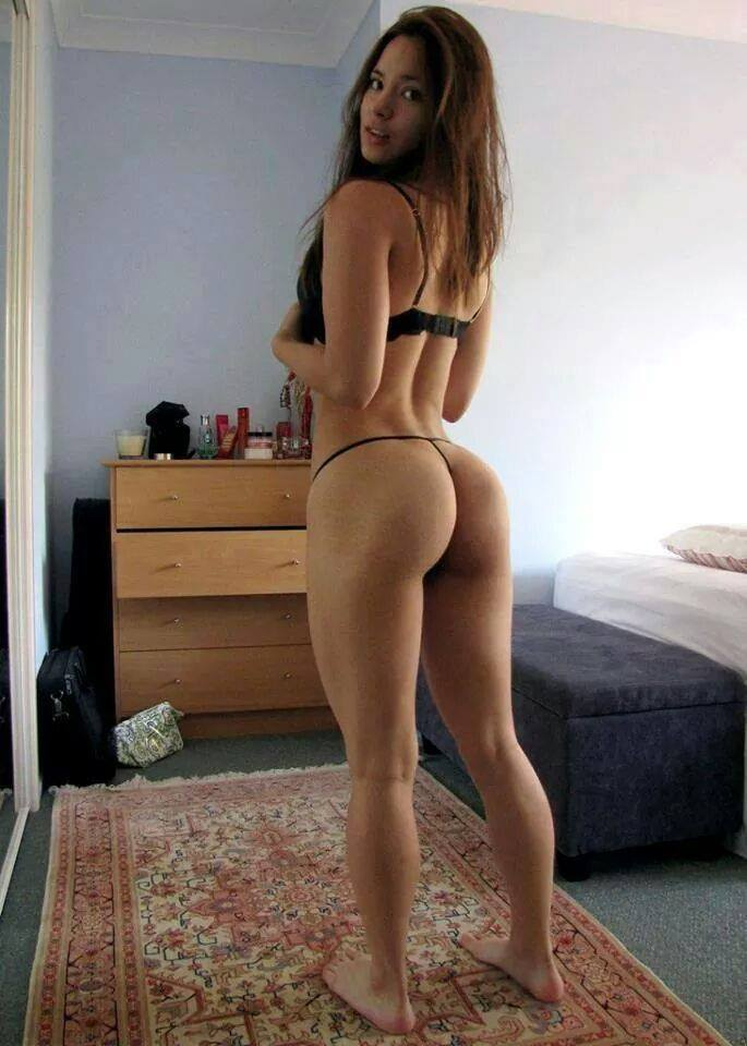 Порно картинки Красивая дамочка очень любит анал скачать бесплатно