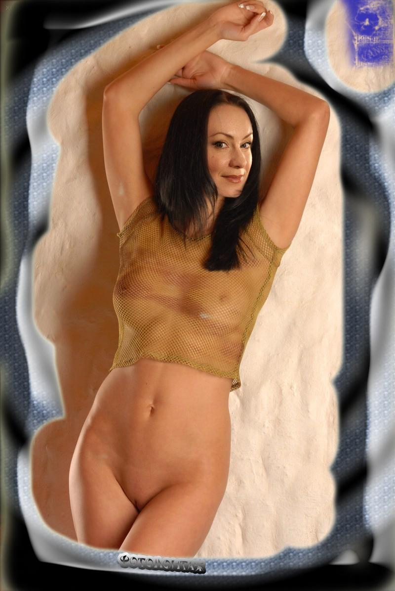 Нона Гришаева показала свою бритую киску