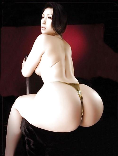 Шикарные формы крупной азиатки