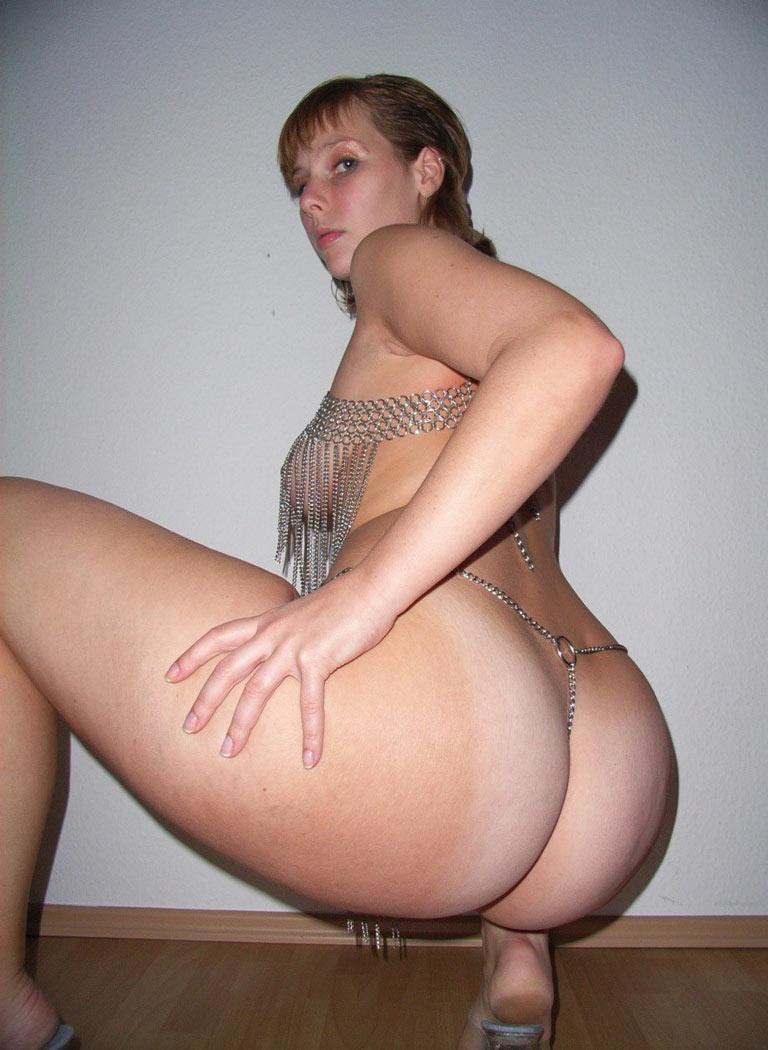 Порно картинки Жопастая мамка присела скачать бесплатно