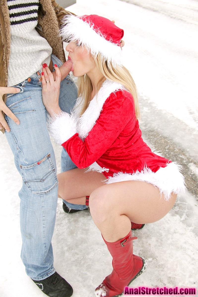 Порно картинки Сексуальная снегурка сосет член на улице скачать бесплатно