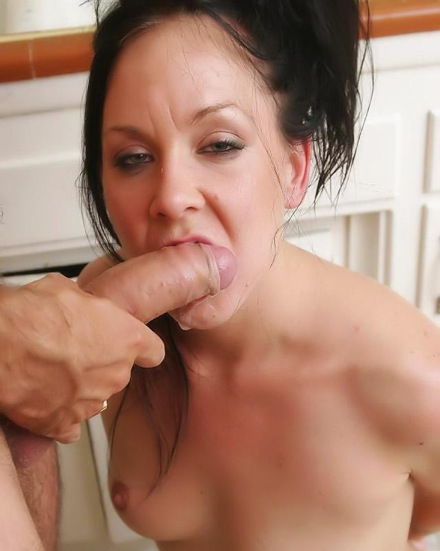 Порно картинки Натягивает рот на свой член скачать бесплатно