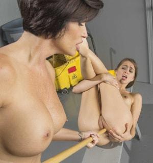 Порно картинки Ласкает дырочки подружки скачать бесплатно