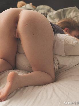 Порно картинки Милаха готовится к аналу скачать бесплатно
