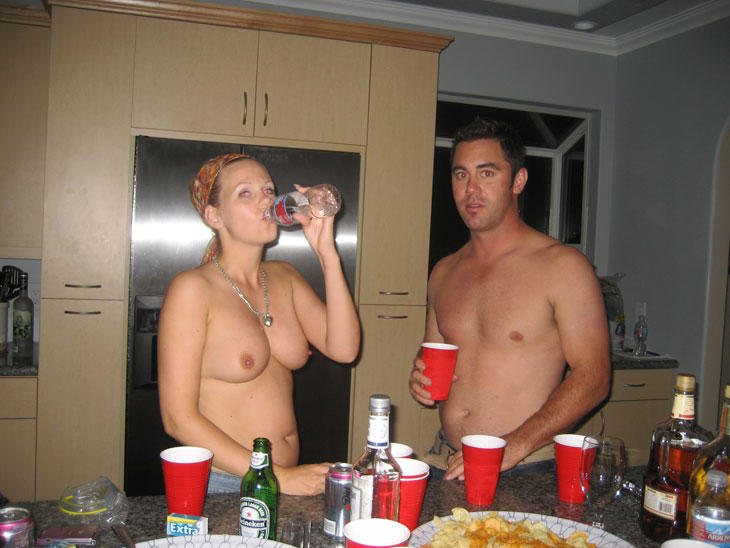 Порно картинки Отдыхаем после басейна скачать бесплатно