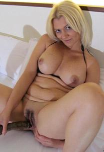 Грудастая блонда и ее игрушка