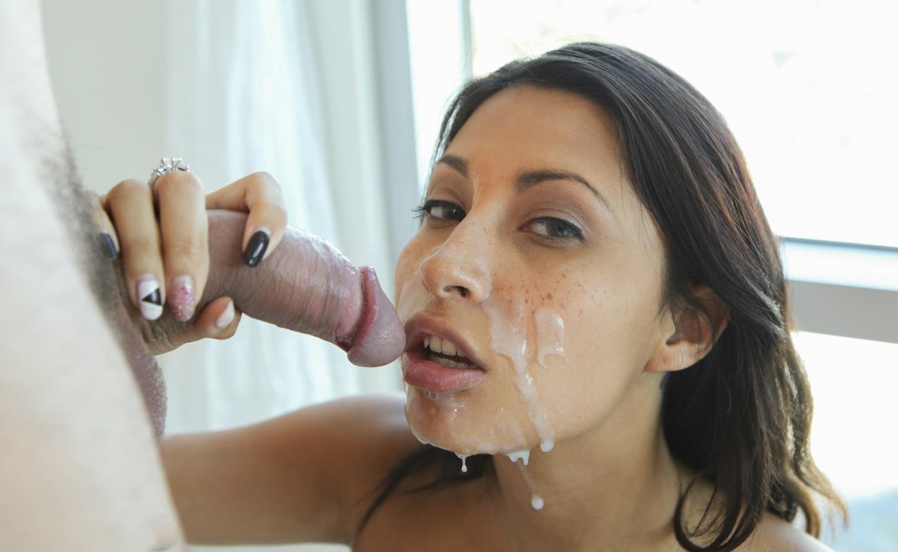 Получила сперму на лицо