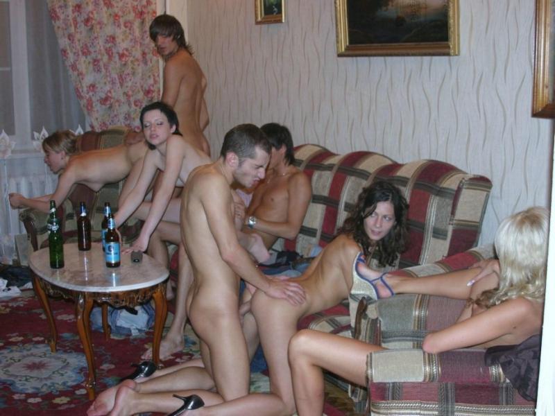 Порно картинки Трахают раком трех молодых подружек скачать бесплатно