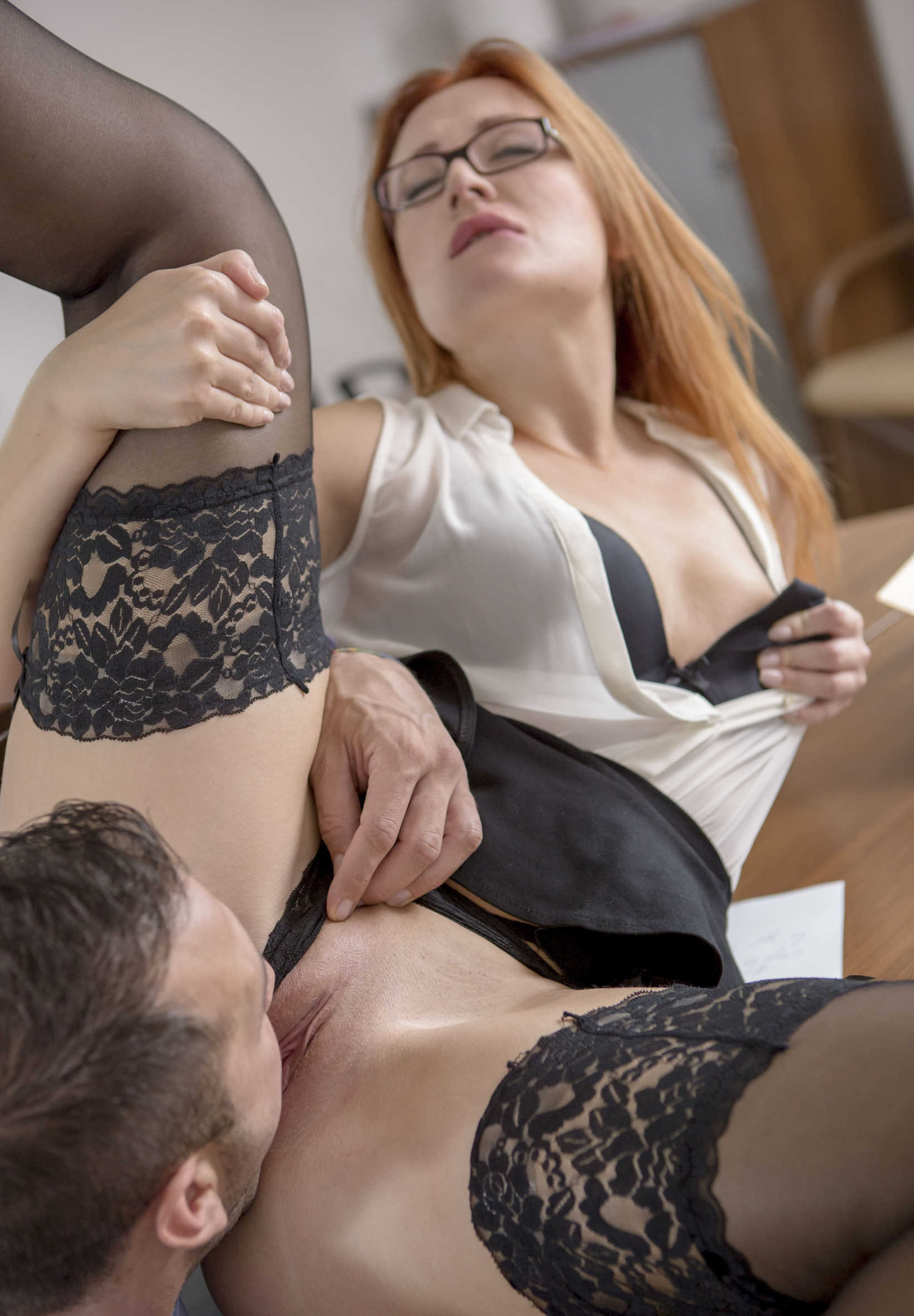 училка получает оргазм