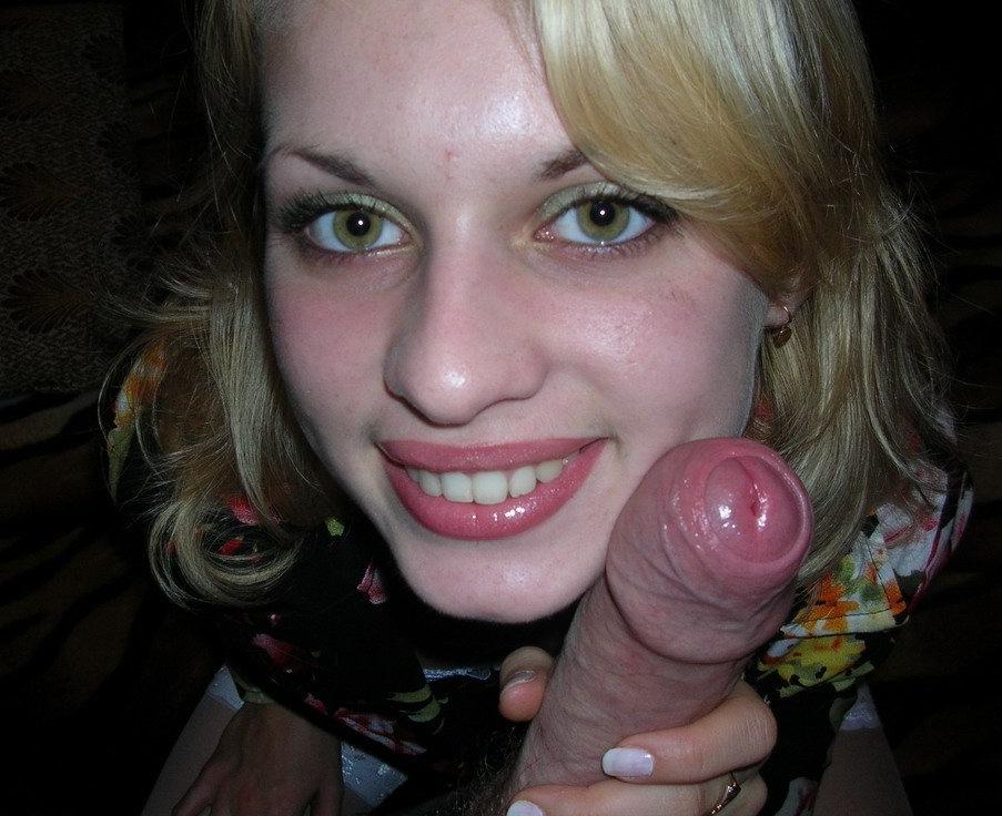 Улыбчивая блондинка умело возбудила своего парня ртом