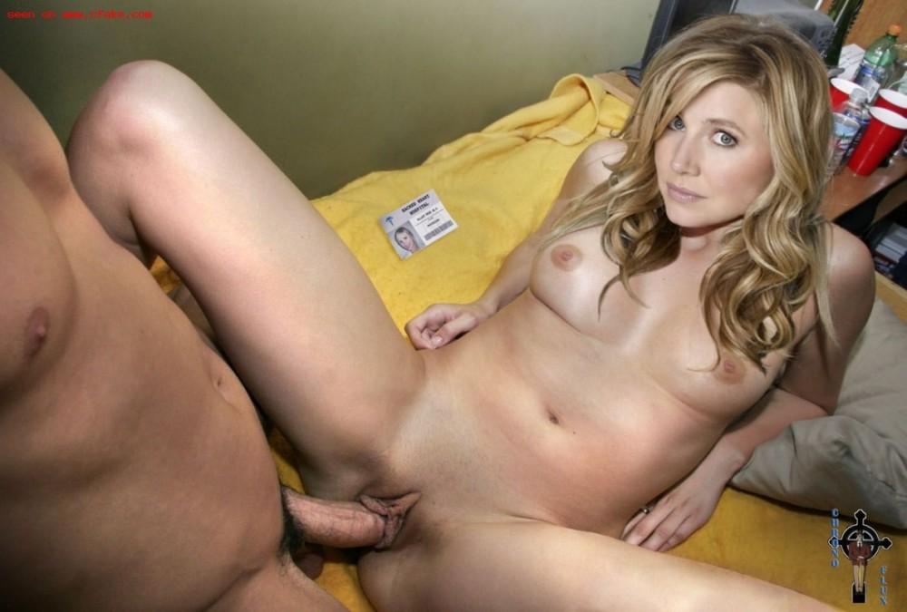Sarah Chalke жучат на кушетке