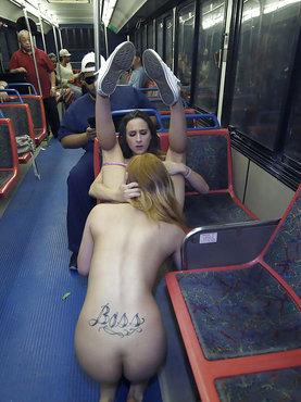 Отлизала подружке в метро