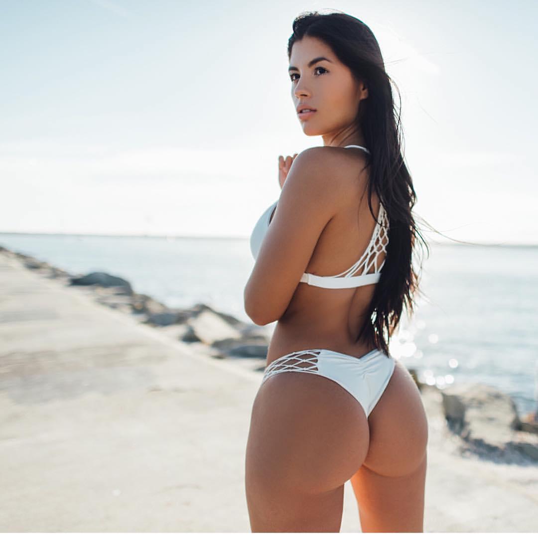 Секси попка на пляже