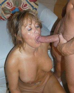 Порно картинки Грудастая милфа сосет длинный пенис скачать бесплатно