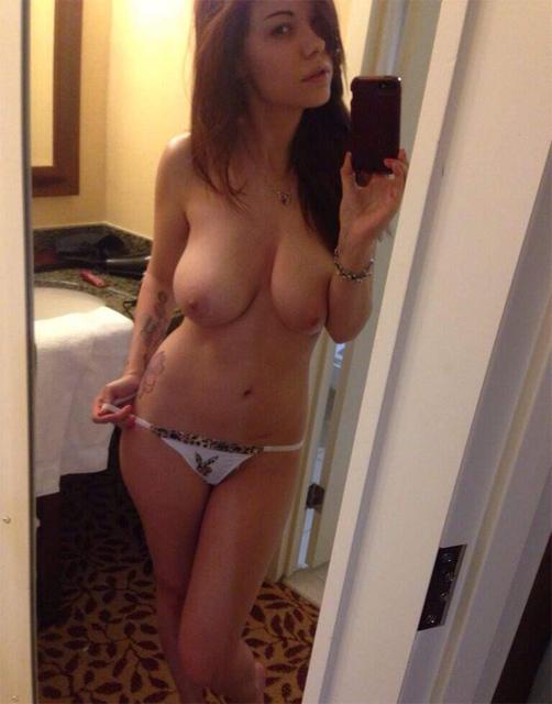 Большая грудь молодой девушки