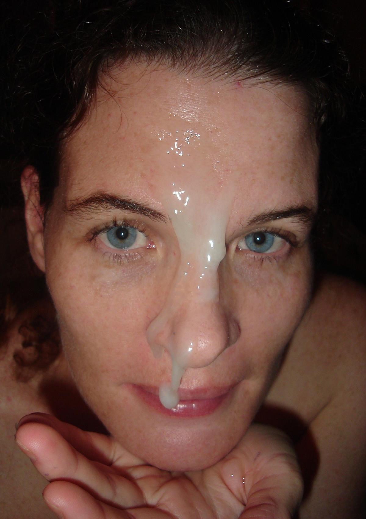 Сперма лягла ровно на лицо