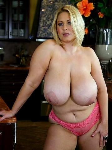 Огромная грудь блондинки
