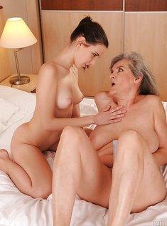 Развела бабушку на секс