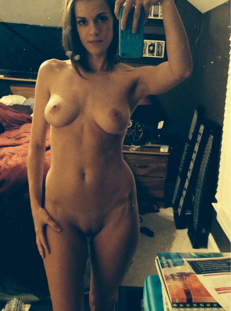 Порно картинки Задумчивое голое фото прекрасного молодого тела скачать бесплатно