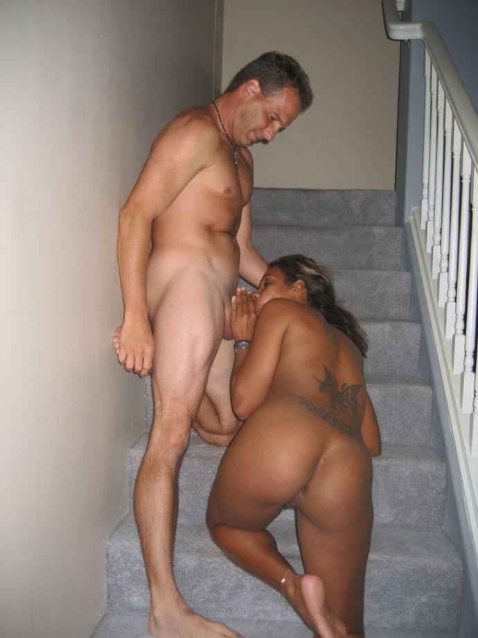 Сосет на лестнице